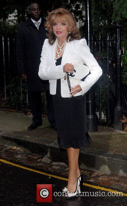 Joan Collins arrives at Sir David Frosts Summer...