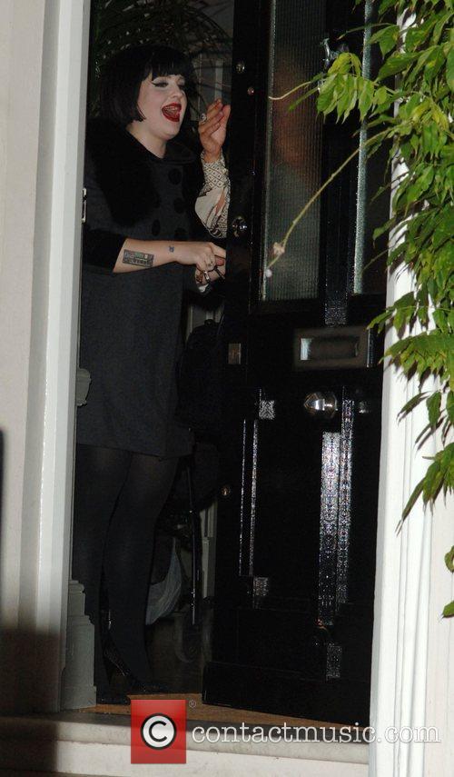 Kelly Osbourne has trouble when the door key gets...