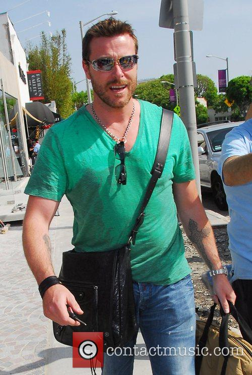 Dean McDermott leaving Bel Bambini store on Robertson...