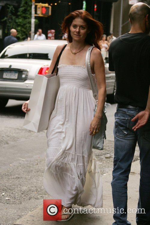 Debra Messing walking back to her Manhattan apartment...