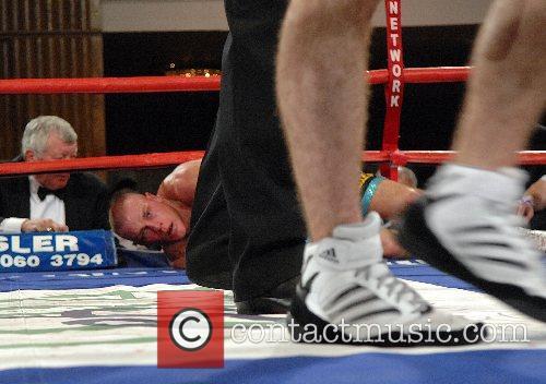 Andy Morris (blue) - British featherwight championship Debra...