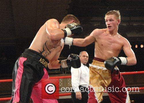 Barrie Jones (red-yellow, winner) vs Alby Hunt (pink-black)...