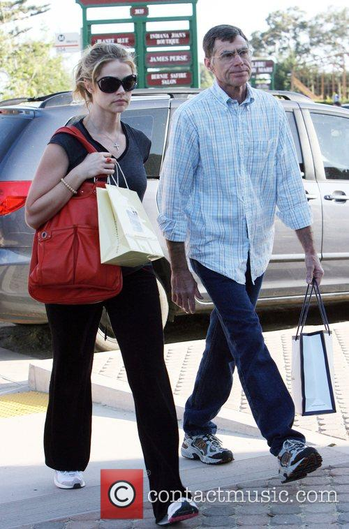 Denise Richards shopping in Malibu with her father...