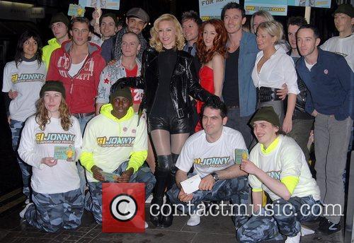 Posing with members of Gi Jonny