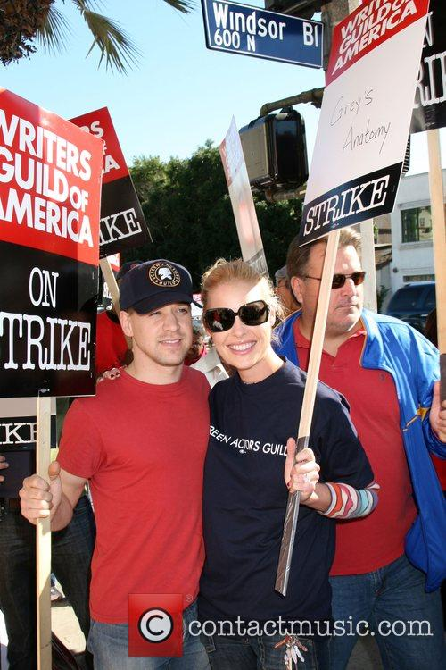 TR Knight and Katherine Heigl Writers Guild of...