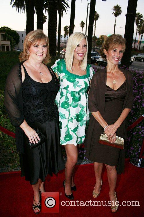 Rhonda Minks and Tori Spelling 1