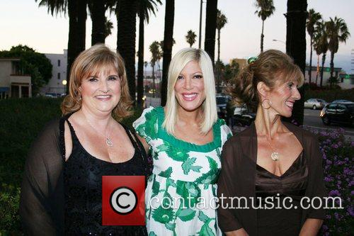Rhonda Minks and Tori Spelling 3