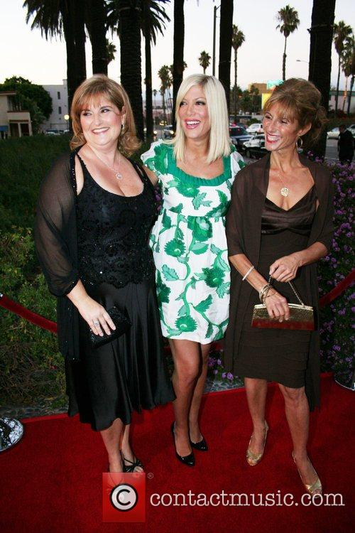 Rhonda Minks and Tori Spelling 4