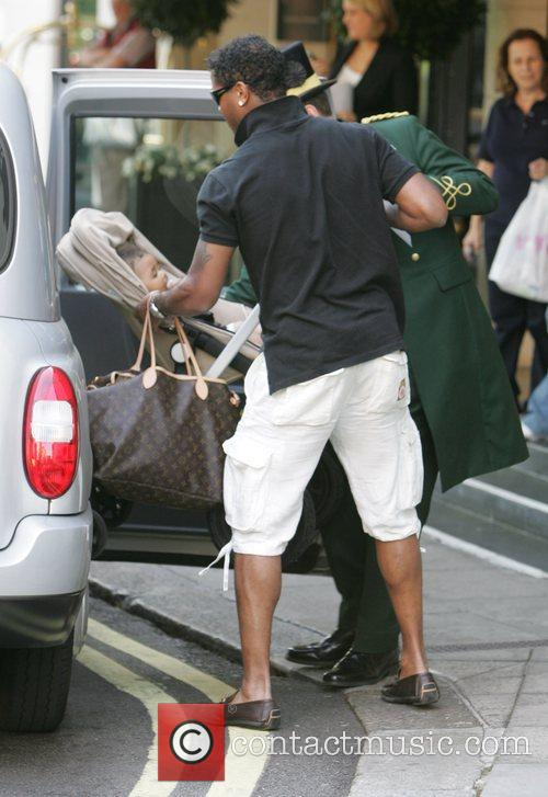 Patrick Kluivert folding his pushchair into a taxi...