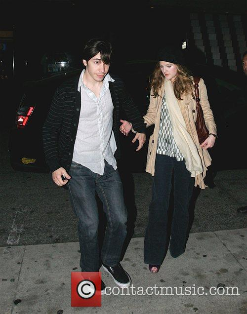 Justin Long and Drew Barrymore 1
