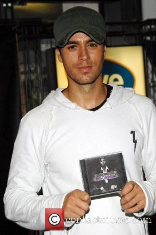 Enrique Iglesias at In Store at FYE to...