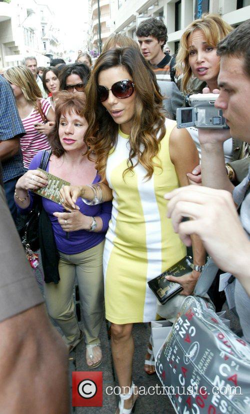 Eva Longoria mobbed by fans as she leaves...