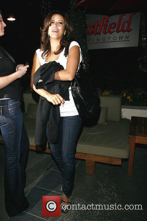 Eva Longoria Parker leaving Westfield mall in good...