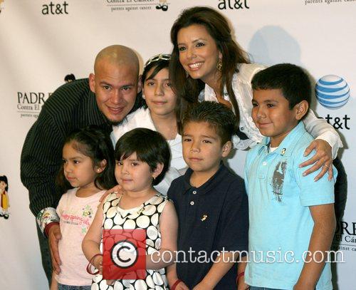Eva Longoria Parker with children of the PADRES...
