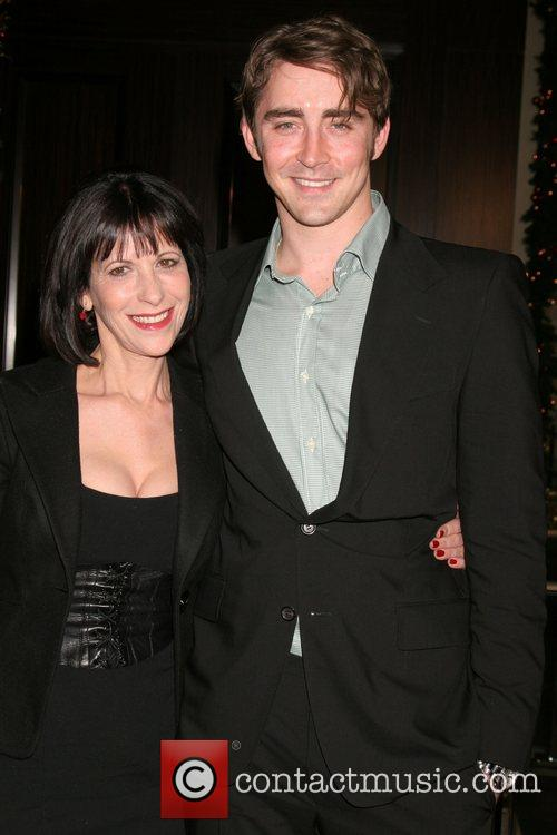 Ellen Greene and Lee Pace