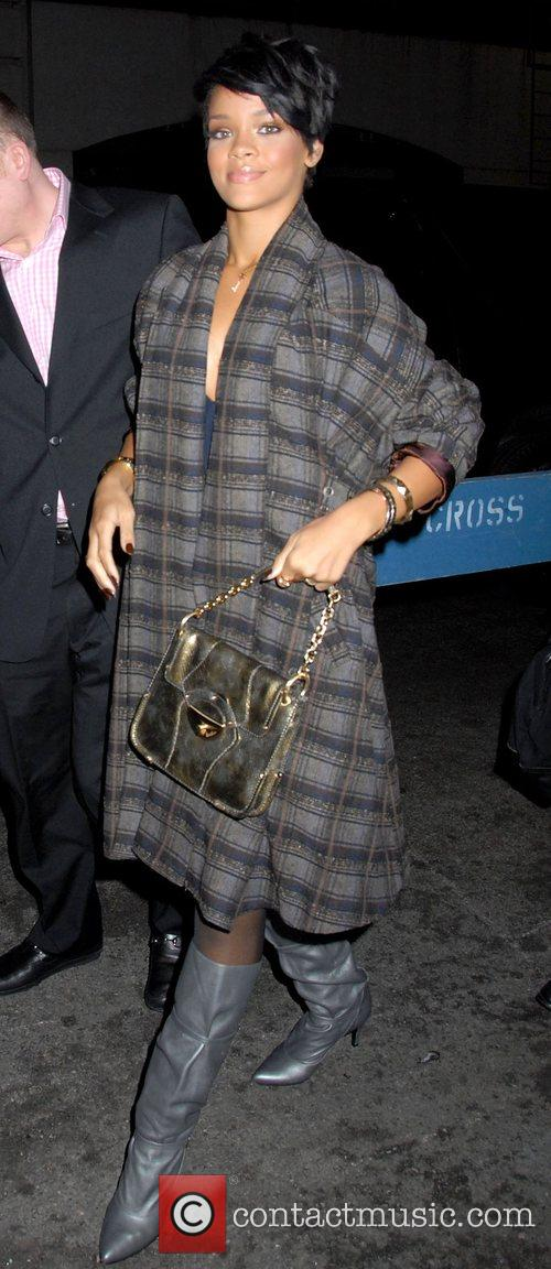 Picture rihanna at bryant park mercedes benz fashion for Mercedes benz of music city