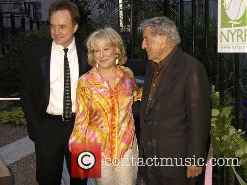 Bradley Whitford, Bette Midler, Tony Bennett at the...