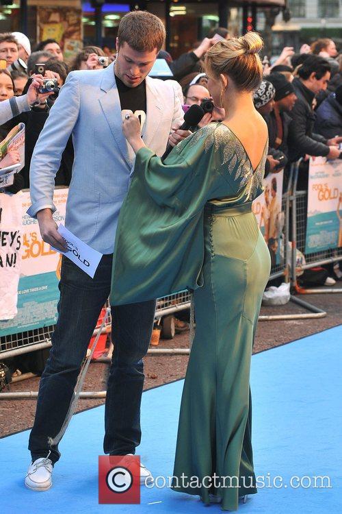 Kate Hudson makes some adjustments on the dress...