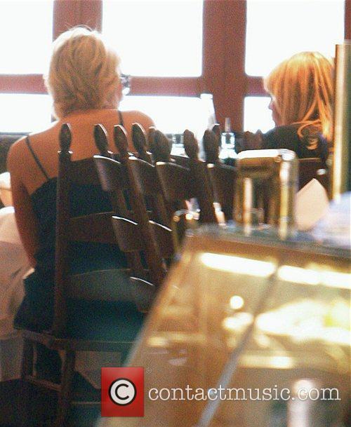 Pregnant Nicole Richie and Paris Hilton having lunch...