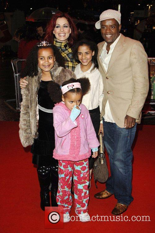 Carrie Grant and David Grant With Family 5