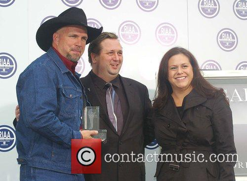 Garth Brooks and members of RIAA 2