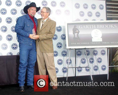 Garth Brooks, member of RIAA, Star On The Hollywood Walk Of Fame, Walk Of Fame