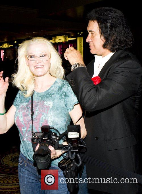 Gene Simmons messing about with a female photographer...