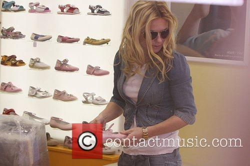 Geri Halliwell shopping in 'Cubs Shoe Shop' for...