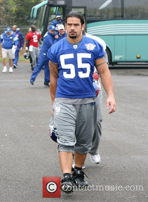 Kawika Mitchell New York Giants train at the...