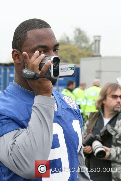 Justin Tuck New York Giants train at the...