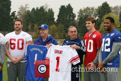 Shaun O'Hara, New York Giants head coach Tom...
