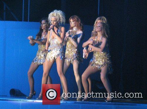 Girls Aloud Cheryl Cole, Nadine Coyle, Sarah Harding,...