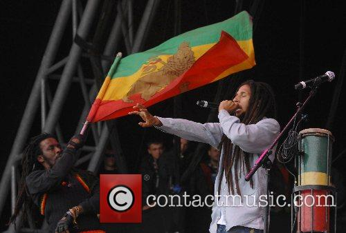 Julian Marley performs Exodus with The Marley Brothers...