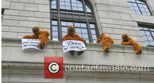 Greenpeace Members Dressed As Orangutans Have Scaled The London Unilever House On The Victoria Embankment To Demonstrate Against Dove. Unilever Is The Parent Company Of Dove 8