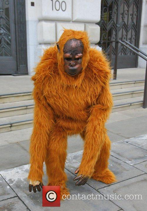 Greenpeace Members Dressed As Orangutans Have Scaled The London Unilever House On The Victoria Embankment To Demonstrate Against Dove. Unilever Is The Parent Company Of Dove 3
