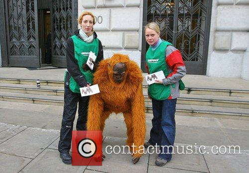 Greenpeace Members Dressed As Orangutans Have Scaled The London Unilever House On The Victoria Embankment To Demonstrate Against Dove. Unilever Is The Parent Company Of Dove 4