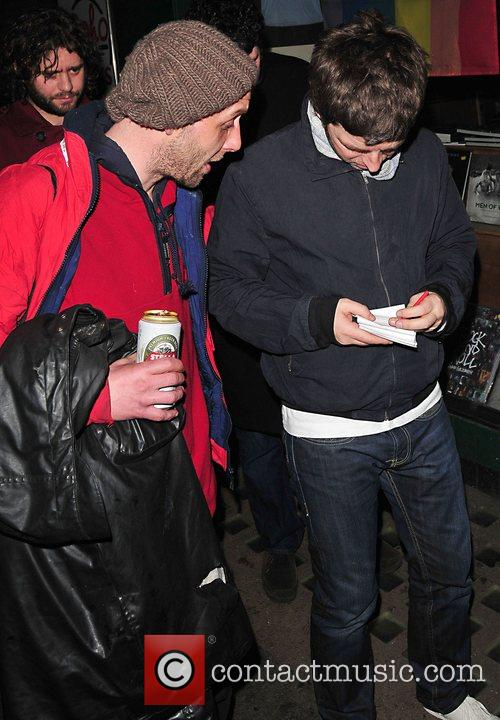 Noel Gallagher leaving the Groucho club and signing...