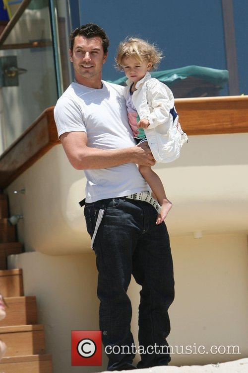 Gavin Rossdale, his son and Kingston on Malibu beach 10