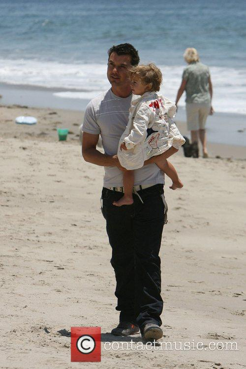 Gavin Rossdale, his son and Kingston on Malibu beach 8