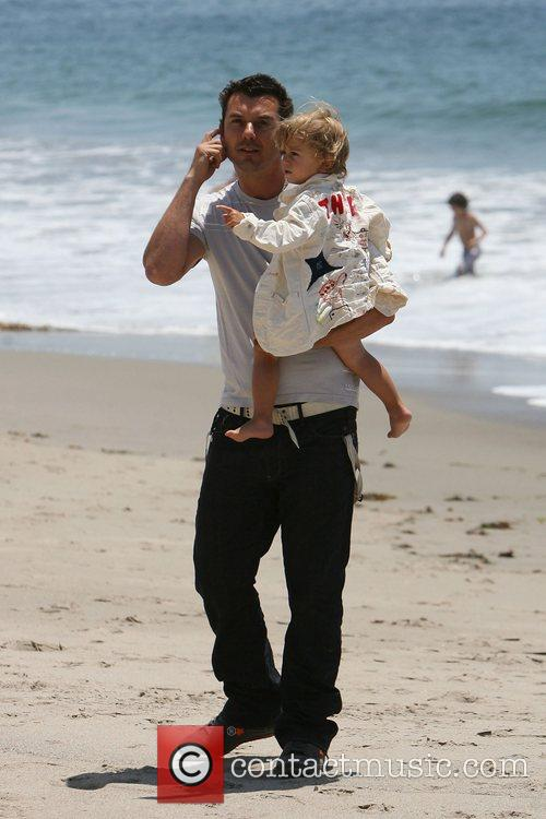 Gavin Rossdale, his son and Kingston on Malibu beach 5