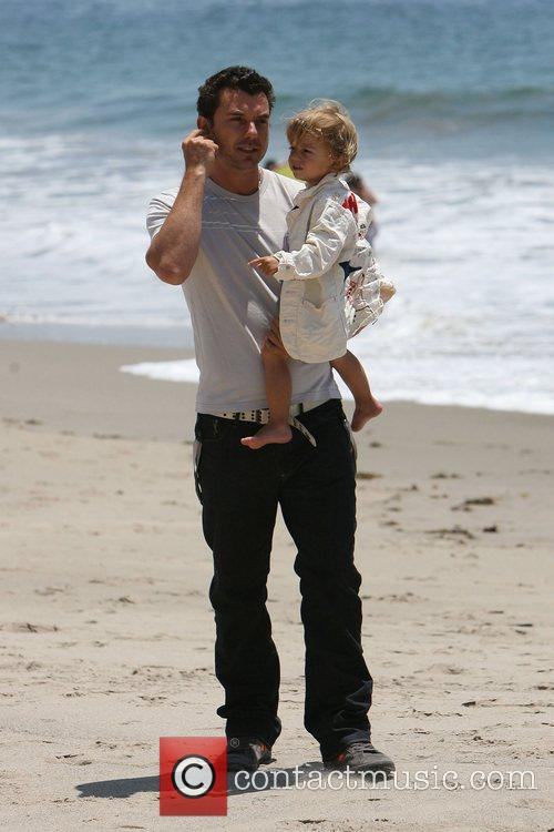 Gavin Rossdale, his son and Kingston on Malibu beach 1