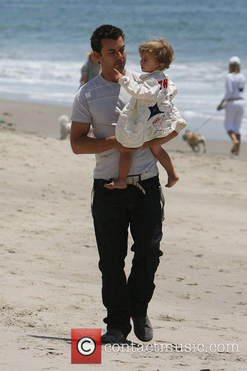 Gavin Rossdale, his son and Kingston on Malibu beach 2