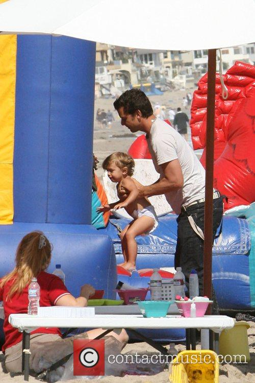 Gavin Rossdale, his son and Kingston on Malibu beach 7