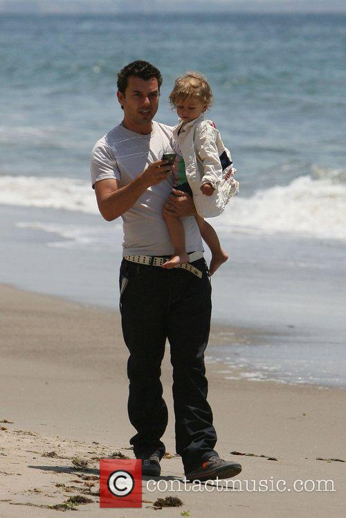 Gavin Rossdale, his son and Kingston on Malibu beach 3