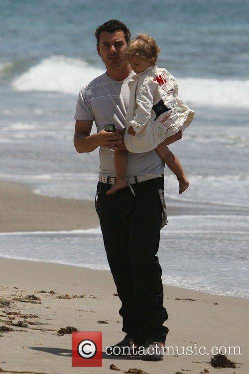 Gavin Rossdale, his son and Kingston on Malibu beach 12