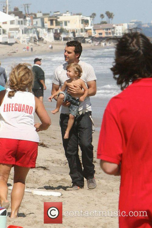 Gavin Rossdale, his son and Kingston on Malibu beach 9