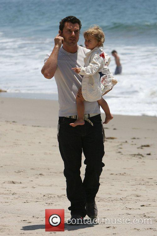 Gavin Rossdale, his son and Kingston on Malibu beach 4