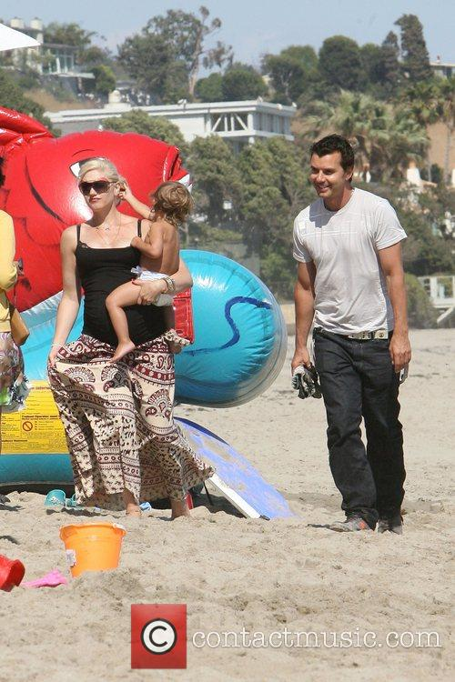 Heavily pregnant Gwen Stefani with Gavin Rossdale and...