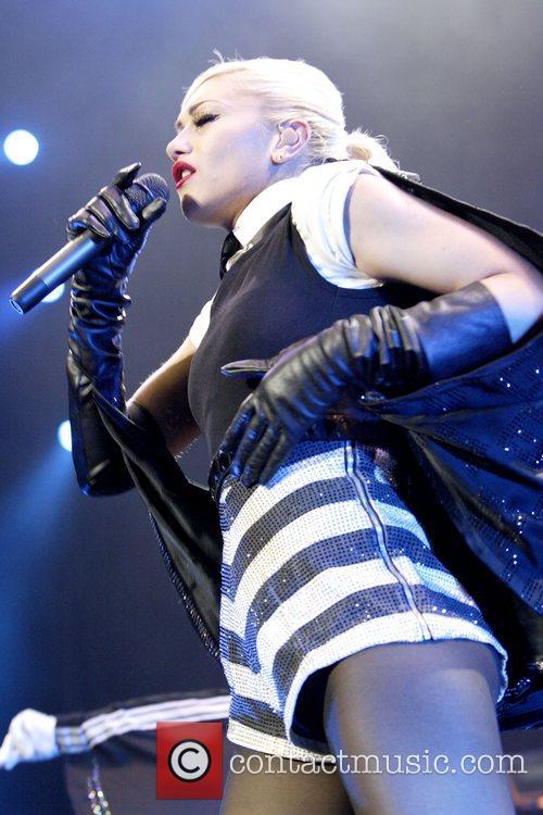 Gwen Stefani 35