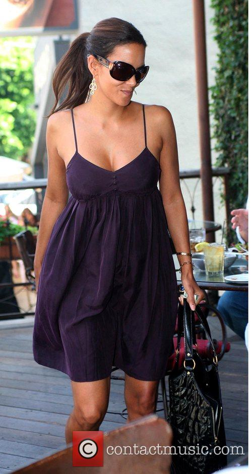 * HALLE BERRY CONFIRMS PREGNANCY Oscar winner HALLE...